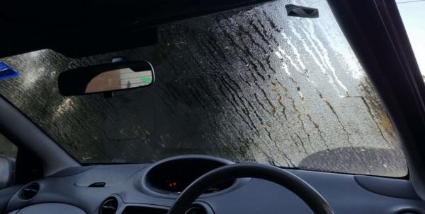 Mengatasi Kaca Mobil Berembun
